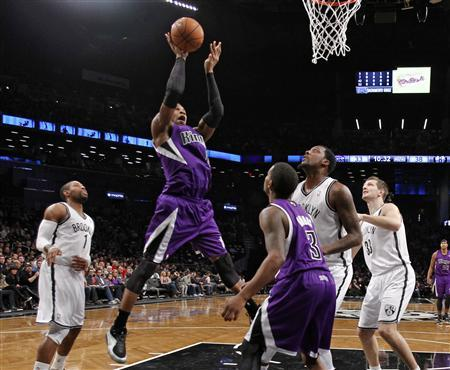 Sacramento Kings forward Thomas Robinson (2nd L) shoots over Kings guard Aaron Brooks (C), and Brooklyn Nets guard C.J. Watson (L), forward Andray Blatche and forward Mirza Teletovic (R) in the first half of their NBA basketball game in New York January 5, 2013. REUTERS/Ray Stubblebine