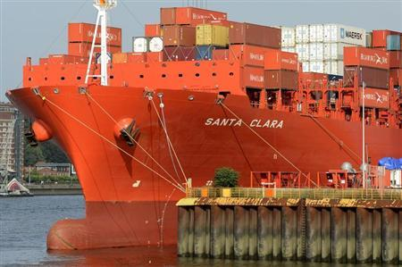 The container ship ''Santa Clara'' is loaded at a terminal in the harbour of Hamburg September 10, 2012. Picture taken September 10. REUTERS/Fabian Bimmer