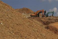 Exploitation d'une mine de nickel. Eramet fait état d'évolutions contrastées et incertaines sur ses différents marchés après avoir vu ses résultats 2012 fortement pénalisés par la chute des cours du nickel et du manganèse. /Photo prise le 2 septembre 2012/REUTERS/Yusuf Ahmad