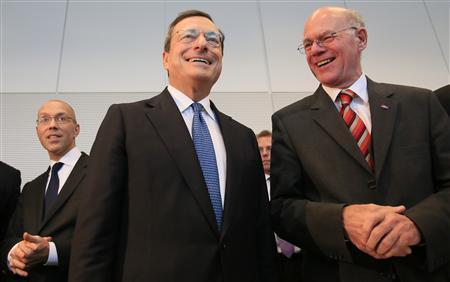 European Central Bank (ECB) Executive Board member Joerg Asmussen (L-R) ECB President Mario Draghi and German lower house of parliament Bundestag President Norbert Lammert pose for the media before speaking to German lawmakers in the Bundestag, in Berlin October 24, 2012. REUTERS/Tobias Schwarz