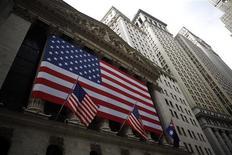 Wall Street a ouvert en hausse vendredi, soutenu par une série de résultats et de prévisions au-dessus des attentes, ainsi que par une nouvelle amélioration du climat des affaires en Allemagne. Quelques minutes après le début des échanges, le Dow Jones progresse de 0,46%, le Standard & Poor's gagne 0,55% et le Nasdaq avance de 0,70%. /Photo d'archives/REUTERS/Eric Thayer