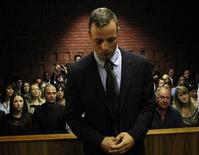 Oscar Pistorius in aula davanti ai magistrati di Pretoria, 22 febbraio 2013. REUTERS/Siphiwe Sibeko