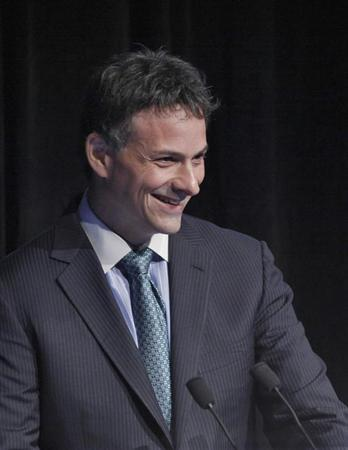 David Einhorn, president of Greenlight Capital, speaks during the Sohn Investment Conference in New York, May 16, 2012. REUTERS/Eduardo Munoz (UNITED STATES - Tags: BUSINESS)