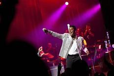 """El cantante de pop Jermaine Jackson ha cambiado oficialmente su nombre por Jermaine Jacksun por """"motivos artísticos"""", dijeron el viernes responsables judiciales de Los Ángeles. En la imagen, de archivo, Jermaine Jackson durante un concierto en el Teatro Apolo de Nueva York. REUTERS/Andrew Burton/Files"""
