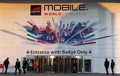 Le Congrès mondial de la téléphonie mobile (MWC, Mobile World Congress) qui ouvre ses portes à Barcelone cette semaine permettra de constater l'écart croissant entre les opérateurs américains, en plein essor et richement valorisés et leurs homologues européens mal en point. /Photo prise le 23 février 2013/REUTERS/Albert Gea