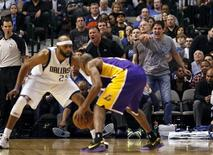 Dallas Mavericks owner Mark Cuban (R) reacts as guard Vince Carter (L) guards Los Angeles Lakers guard Kobe Bryant during the second half of their NBA basketball game in Dallas, Texas February 24, 2013. REUTERS/Mike Stone