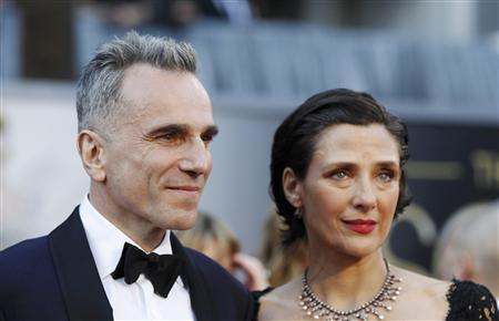 British actor Daniel Day-Lewis, best actor nominee for his role in ''Lincoln'', arrives at the 85th Academy Awards with his wife Rebecca Miller, in Hollywood, California February 24, 2013. REUTERS/Lucas Jackson