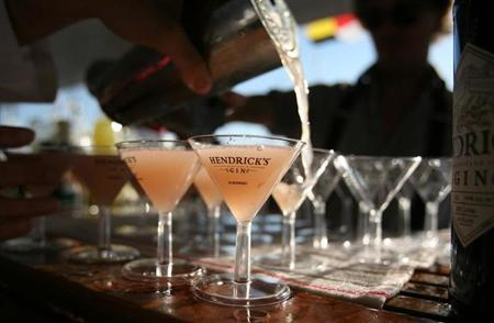 A bartender pours martinis on a yacht at the United States Sailboat Show in Annapolis, Maryland October 9, 2010. REUTERS/Molly Riley/Files
