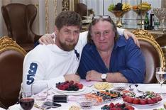 """Gérard Depardieu, qui possède désormais la nationalité russe, a annoncé son intention de tourner """"un grand film"""" en Tchétchénie. L'acteur s'est rendu dimanche à Grozny où la télévision d'Etat l'a montré en compagnie du numéro un tchétchène Ramzan Kadirov. /Photo prise le 25 février 2013/REUTERS/Rasul Yarichev"""