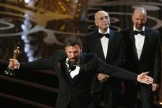 """Director and producer Ben Affleck accepts the award for best motion picture for """"Argo"""" as actors Alan Arkin (2L) and Bryan Cranston look on at the 85th Academy Awards in Hollywood, California February 24, 2013. REUTERS/Mario Anzuoni"""