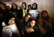 Relatives mourn during the funeral of Palestinian prisoner Arafat Jaradat in the West Bank village of Se'eer, near Hebron February 25, 2013. REUTERS/Ammar Awad