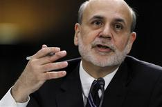 Chairman do Federal Reserve, Ben Bernanke, faz declaração a comitê do Senado norte-americano, em Washington. Bernanke defendeu fortemente ante membros do Congresso dos Estados Unidos o programa de compra de ativos do banco central do país, afirmando que seus benefícios claramente superam os possíveis custos. 26/02/2013 REUTERS/Jason Reed