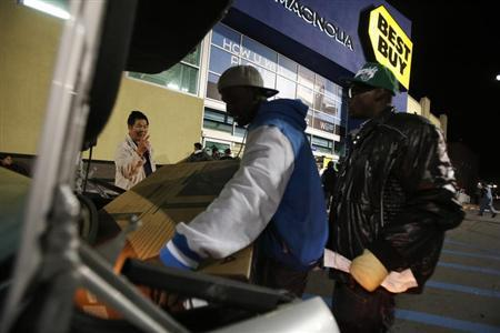 A man puts a television into his car after shopping at Best Buy during Black Friday in San Francisco, California, November 23, 2012. REUTERS/Stephen Lam/Files