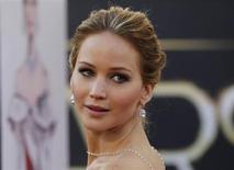 """Jennifer Lawrence, que ganhou o Oscar de melhor atriz por seu papel em """"O Lado Bom da Vida"""", chega ao tapete vermelho para a premiação, em Los Angeles, nos Estados Unidos, no domingo. 24/02/2013 REUTERS/Lucas Jackson"""