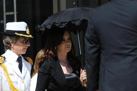 Argentina's President Cristina Fernandez De Kirchner (R) is seen as she arrives to speaks with the media at the summit of the Community of Latin American, Caribbean States and European Union (CELAC-UE) in Santiago January 27, 2013. REUTERS/Jorge Sanchez
