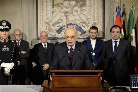 Italian President Giorgio Napolitano (C) makes his speech at Quirinale presidential palace in Rome December 22, 2012. REUTERS/Press Officer Presidenza della Repubblica