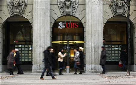 People walk in front of a branch of Swiss bank UBS in Zurich, February 5, 2013. REUTERS/Michael Buholzer