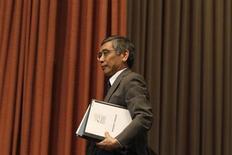 Le Premier ministre japonais Shinzo Abe a proposé jeudi au poste de gouverneur de la Banque du Japon (BoJ) Haruhiko Kuroda, président de la Banque asiatique de développement (BAD) et partisan déclaré d'une politique monétaire très accommodante. /Photo d'archives/REUTERS/Cheryl Ravelo