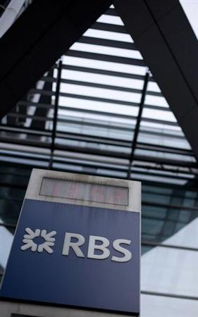The logo of the Royal Bank of Scotland is seen at an office in London February 6, 2013. Britain's Royal Bank of Scotland was fined $612 million on Wednesday and a subsidiary admitted to a criminal offence as regulators nailed a third bank in a global investigation into rigging of benchmark interest rates. REUTERS/Neil Hall (BRITAIN - Tags: BUSINESS CRIME LAW) - RTR3DF19