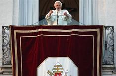 Pope Benedict XVI speaks to the faithful for the last time from the balcony of his summer residence in Castel Gandolfo February 28, 2013. Pope Benedict left the Vatican on Thursday after pledging unconditional obedience to whoever succeeds him to guide the Roman Catholic Church at one of the most crisis-ridden periods in its 2,000-year history. REUTERS/ Tony Gentile ( ITALY - Tags: RELIGION)