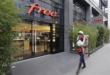 Free Mobile, la marque commerciale d'Iliad, a poursuivi ses conquêtes de clients dans la téléphonie mobile au quatrième trimestre permettant au groupe de publier jeudi un chiffre d'affaires en hausse de 48,6% en 2012, à 3,15 milliards d'euros. Le quatrième opérateur du marché français a également exclu pour le moment un rapprochement entre sa filiale mobile et l'un des ses concurrents. /Photo prise le 28 février 2013/REUTERS/Jacky Naegelen