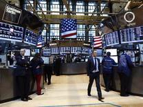 Wall Street a ouvert en baisse vendredi, démarrant le mois de mars sur une note de faiblesse, après une série d'indicateurs reflétant une difficile reprise de l'économie mondiale. Le Dow Jones perd 0,51% dans les premiers échanges, le Standard & Poor's 500 0,62% et le Nasdaq Composite cède 0,70%. /Photo prise le 28 février 2013/REUTERS/Brendan McDermid
