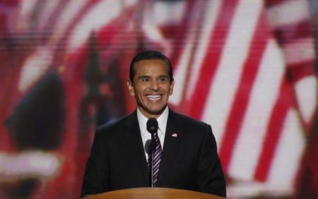 Los Angeles Mayor Antonio Villaraigosa smiles at the start of the second session of the Democratic National Convention in Charlotte, North Carolina, September 5, 2012. REUTERS/Jason Reed