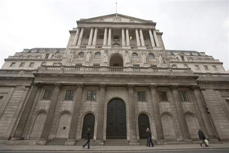 Pedestrians walk past the Bank of England in the City of London February 23, 2013. REUTERS/Neil Hall