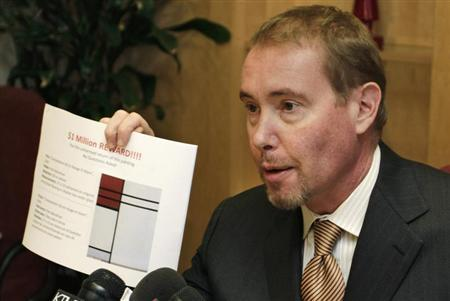 Superstar bond fund manager Jeffrey Gundlach, whose collections of art, pricey watches and fine wine were recently plundered by burglars, conducts a news conference to announce rewards for the return of the items in Los Angeles, California September 24, 2012. REUTERS/Jonathan Alcorn