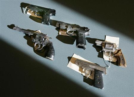 Recently-seized handguns are displayed at the Boston police headquarters in Boston, Massachusetts December 7, 2005. REUTERS/Brian Snyder