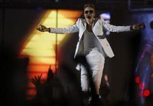 """Cantor canadense Justin Bieber se apresenta em show no Manchester Arena, em Manchester, norte da Inglaterra, fevereiro de 2013. Bieber disse que """"está melhorando"""" depois de perder o fôlego e desmaiar durante um show em Londres. 21/02/2013 REUTERS/Phil Noble"""