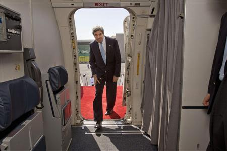 U.S. Secretary of State John Kerryn boards his aircraft to return to Washington at the airport in Doha, March 6, 2013. REUTERS/Jacquelyn Martin/Pool
