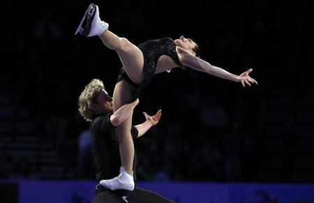 Senior Dance gold medalists Meryl Davis and Charlie White perform in the ''Skating Spectacular'' at the U.S. Figure Skating Championships in Omaha, Nebraska January 27, 2013. REUTERS/Jim Young
