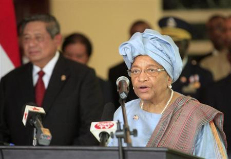 Liberia's President Ellen Johnson Sirleaf (R) speaks after a meeting with her Indonesian counterpart Susilo Bambang Yudhoyono (L) at the Ministry of Foreign Affairs in Monrovia January 31, 2013. REUTERS/ Thierry Gouegnon