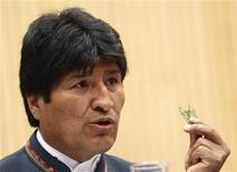 Bolivia's President Evo Morales displays coca leaves as he delivers a speech during a United Nations Office on Drugs and Crime (UNODC) conference at the U.N. headquarters in Vienna March 11, 2013. REUTERS/Heinz-Peter Bader