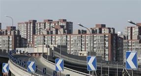 A Pékin. Les ventes de logements ont presque quadruplé la dernière semaine dans la capitale chinoise après l'annonce que le gouvernement chinois envisageait de durcir la réglementation pour freiner la flambée des prix immobiliers. /Photo prise le 27 février 2013/REUTERS/Kim Kyung-Hoon