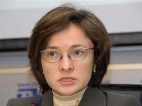 Министр экономики РФ Эльвира Набиуллина говорит во время пресс-конференции, 9 апреля 2008 года, Москва.