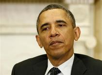 Presidente dos EUA, Barack Obama, conversa com sultão Haji Hassanal Bolkiah, de Brunei, no Salão Oval da Casa Branca, em Washington. Autoridades norte-americanas estão investigando o vazamento pela internet de dados pessoais e financeiros da primeira-dama dos EUA, Michelle Obama, e de outras personalidades, como os cantores Beyoncé e Jay-Z, disse o presidente. 12/03/2013 REUTERS/Larry Downing