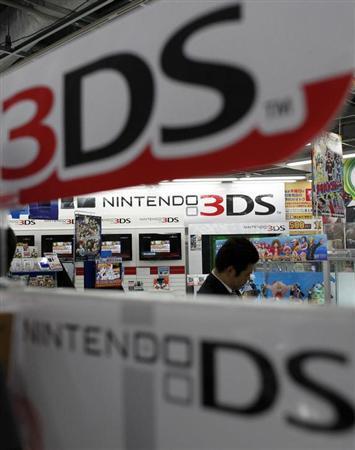 3月13日、米連邦地裁陪審団は、任天堂が携帯ゲーム機3DSで特許を侵害したとする元ソニー従業員の訴えについて、侵害があったとして3020万ドルの損害賠償を認めた。都内で昨年4月撮影(2013年 ロイター/Toru Hanai)