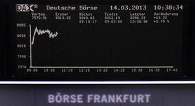 Les Bourses européennes consolident leurs gains jeudi à mi-séance, soutenues par des signes d'une reprise de l'activité économique américaine. À Paris, le CAC 40 gagnait 0,52% vers 12h20. À Francfort, le Dax progressait de 0,64%. /Photo prise le 14 mars 2013/REUTERS/Remote/Lizza David
