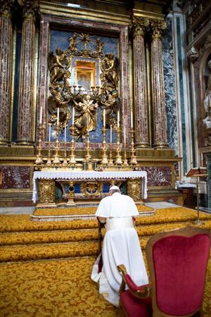 Newly elected Pope Francis I, Cardinal Jorge Mario Bergoglio of Argentina, prays before an icon of Mary during a private visit to the 5th-century Basilica of Santa Maria Maggiore, in a photo released by Osservatore Romano in Rome March 14, 2013. REUTERS/Osservatore Romano