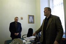 British actor and celebrity Stephen Fry (R) meets with a deputy of the St. Petersburg Legislative Assembly Vitaly Milonov in St. Petersburg, March 14, 2013. REUTERS/Interpress/Handout