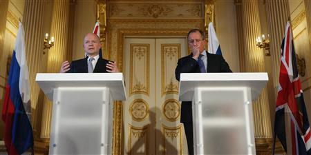 Britain's Foreign Secretary William Hague (L) and Russia's Foreign Minister Sergei Lavrov hold a joint news conference in Lancaster House in central London March 13, 2013. REUTERS/Oli Scarff/Pool