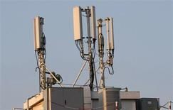 Bouygues fait partie des valeurs à suivre à la Bourse de Paris, Bouygues Telecom ayant reçu l'autorisation du régulateur des télécoms de lancer le très haut débit mobile (4G) à partir du 1er octobre sur la bande de fréquence de 1.800 MHz que l'opérateur utilise actuellement pour la 2G. /Photo d'archives/REUTERS/Eric Gaillard