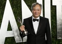 """Ang Lee holds his award for Best Director for """"Life of Pi"""" at the 2013 Vanity Fair Oscars Party in West Hollywood, California February 25, 2013. REUTERS/Danny Moloshok"""