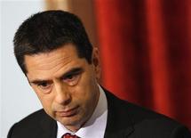 """Le ministre des Finances portugais Vitor Gaspar a annoncé que la """"troïka"""" des bailleurs de fonds du Portugal avait allégé ses objectifs budgétaires et lui avait donné plus de temps pour effectuer les mesures d'austérité exigées par son plan de sauvetage international. /Photo prise le 15 mars 2013/REUTERS/Hugo Correia"""