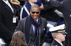 """Rapper Jay-Z chega à cerimônia de posse do presidente norte-americano, Barack Obama, no Capitólio, em Washington. Jay-Z fez uma parceria com o diretor australiano Baz Luhrmann para produzir e realizar a trilha sonora de """"O Grande Gatsby"""", que vai abrir o Festival de Cinema de Cannes 2013, em maio. 21/01/2013 REUTERS/Kevin Lamarque"""