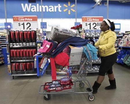 Tasha heads to checkout at a Walmart Store in Chicago, November 23, 2012. REUTERS/John Gress