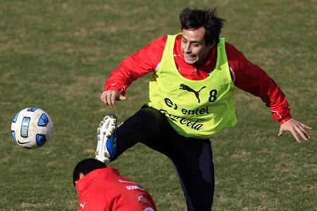 Chile's national player Jorge Valdivia attends a training session for the Copa America tournament at Mendoza city July 15, 2011. REUTERS/Ivan Alvarado