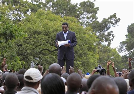 James Orengo, a senior official of the Coalition for Reforms and Democracy (CORD), addresses supporters outside the Supreme Court in the capital Nairobi, March 16, 2013. REUTERS/Noor Khamis